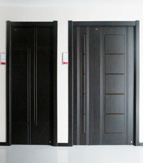 黑色的木门欧式装修效果图