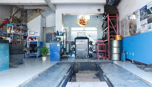 快修服务站主营:汽车机电维修,底盘维修,冷气空调维修,加氟,电路维修